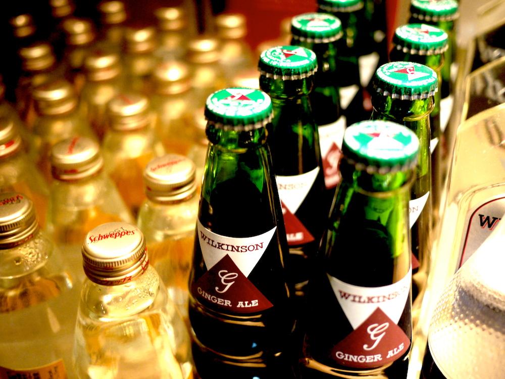 ②ワインが主体ですが、カクテル用の素材は大概揃ってます。